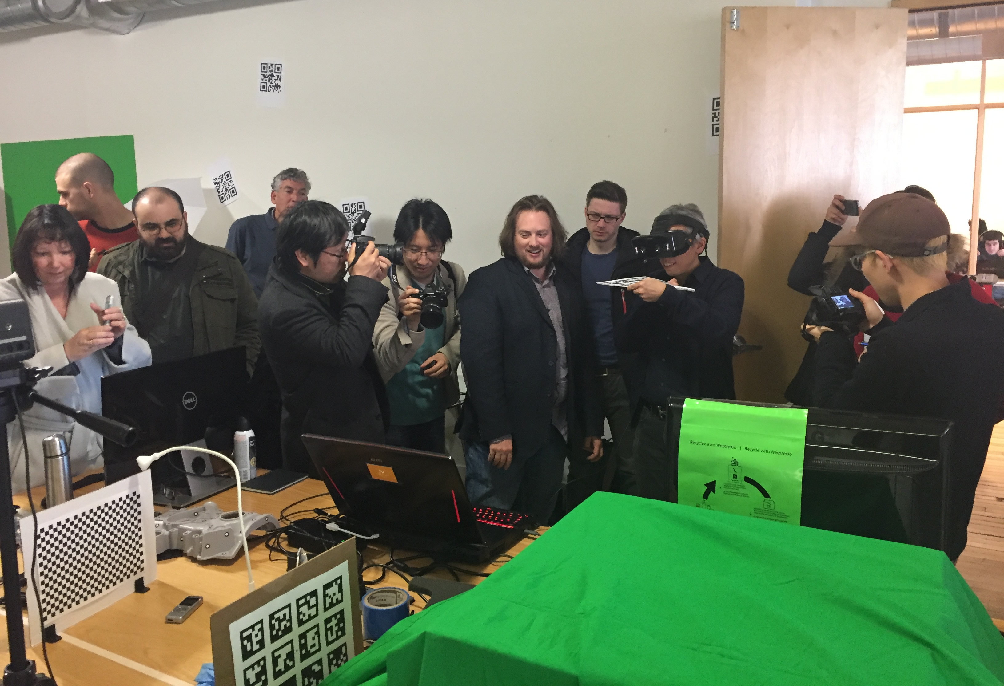 Bertrand Nepveu, CEO of Vrvana, treated one of the journalists to an amazing experience with his virtual reality headset.